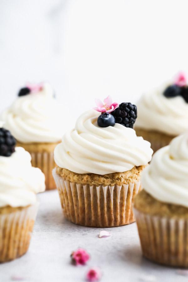 gluten-free-banana-cupcakes-cream-cheese-frosting