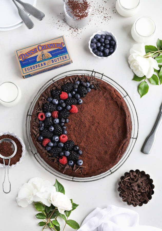 6-ingredient-flourless-chocolate-cake
