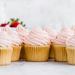 fresh-strawberry-buttercream-cupcakes