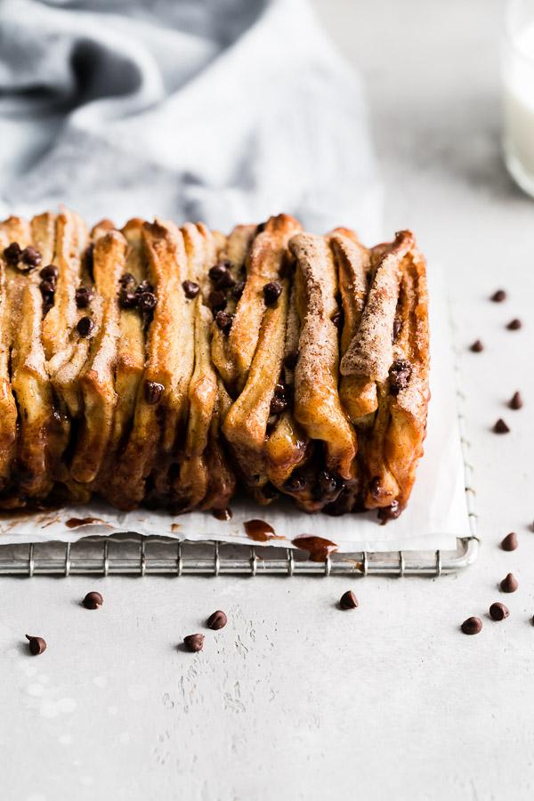 cinnamon-chocolate-chip-pull-apart-bread